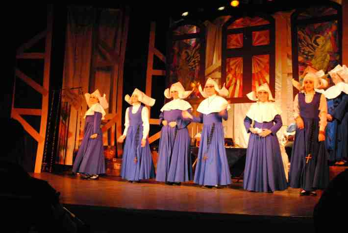 JUNHO- 24-06-2012- Inonsense Teatro Gacemess por Larissa Mello (1)
